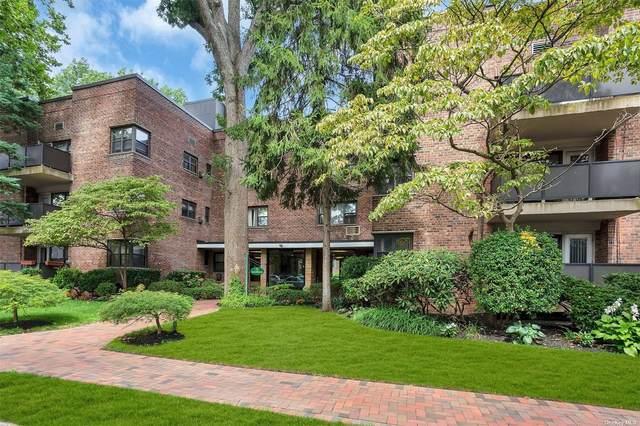 75 Knightsbridge 2F, Great Neck, NY 11021 (MLS #3342443) :: McAteer & Will Estates   Keller Williams Real Estate