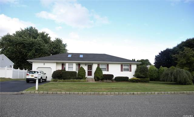 9 Meadow Court, Manorville, NY 11949 (MLS #3344086) :: Keller Williams Points North - Team Galligan