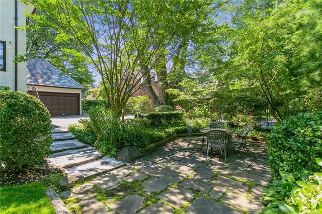 1 Darley Road, Great Neck, NY 11021 (MLS #3345978) :: Cronin & Company Real Estate