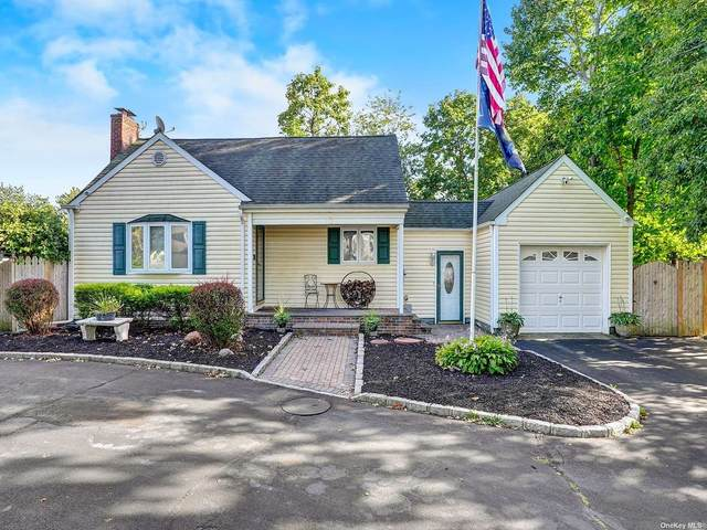40 Oakdale Avenue, Central Islip, NY 11722 (MLS #3347793) :: Signature Premier Properties