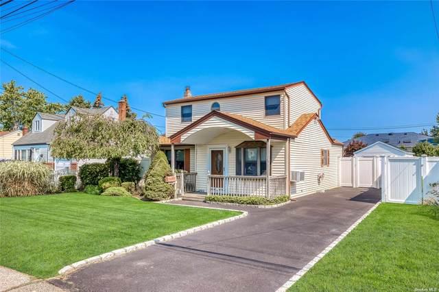 680 N Hamilton Avenue, Lindenhurst, NY 11757 (MLS #3348283) :: Goldstar Premier Properties