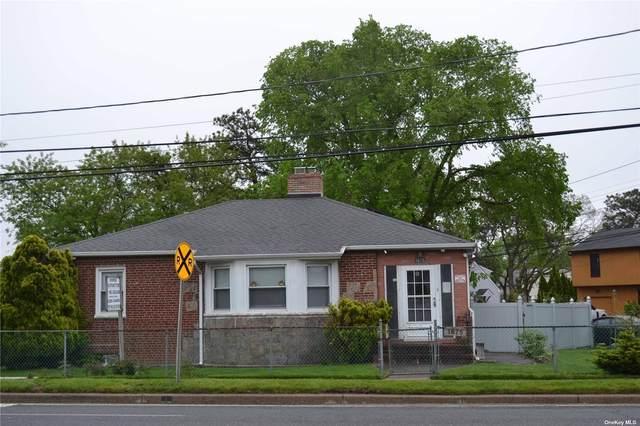 1675 Straight Path, Lindenhurst, NY 11757 (MLS #3348429) :: Goldstar Premier Properties
