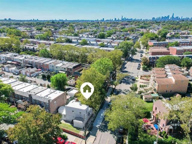 65-04 79th Street, Middle Village, NY 11379 (MLS #3348545) :: Mark Boyland Real Estate Team
