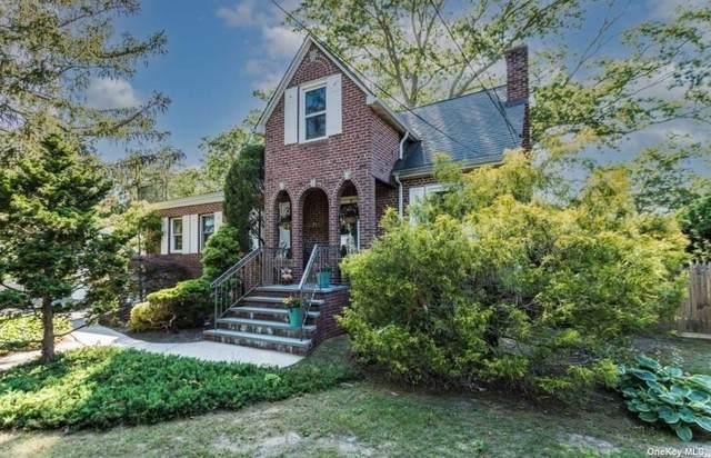 6 Edgewood Avenue, Dix Hills, NY 11746 (MLS #3351098) :: Signature Premier Properties