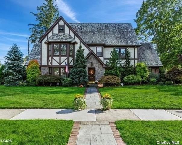 136 Stratford Avenue, Garden City, NY 11530 (MLS #3351212) :: Signature Premier Properties