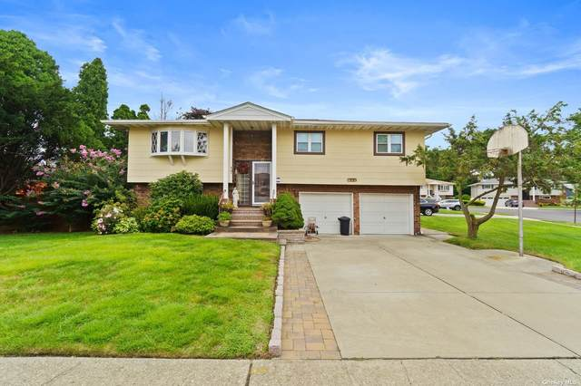 17 Lawrence Court, Hicksville, NY 11801 (MLS #3351725) :: Signature Premier Properties