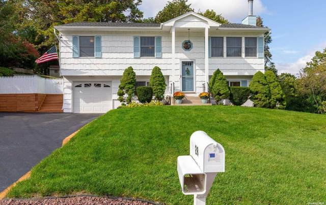28 Hunter Place, Smithtown, NY 11787 (MLS #3352275) :: Signature Premier Properties