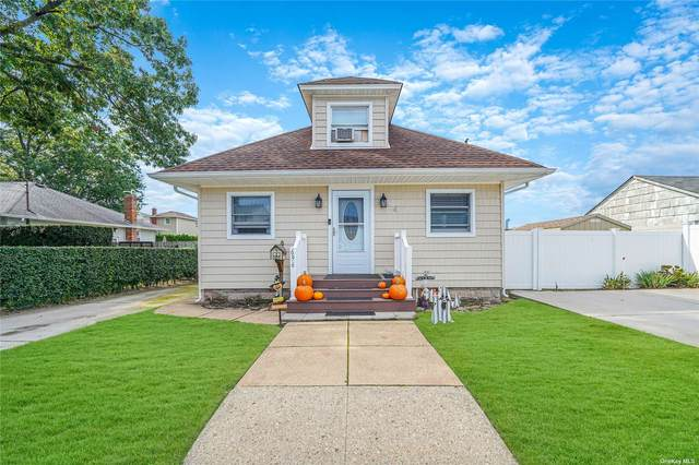 696 Hoover Street, N. Bellmore, NY 11710 (MLS #3353532) :: Cronin & Company Real Estate
