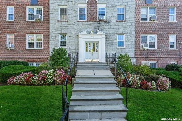 102 S Village 3E, Rockville Centre, NY 11570 (MLS #3353606) :: Signature Premier Properties