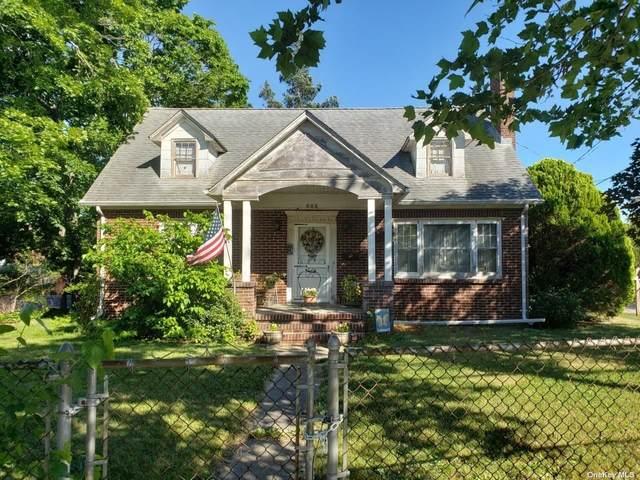 625 E Main Street, Riverhead, NY 11901 (MLS #3353801) :: Cronin & Company Real Estate