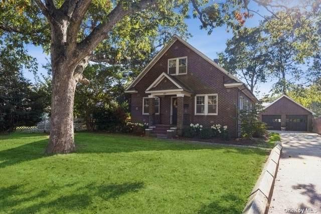 189 Woodhull Avenue, Riverhead, NY 11901 (MLS #3354908) :: Cronin & Company Real Estate