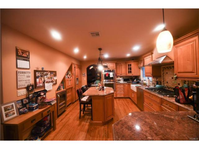 174 Pine Tree Lane, Tappan, NY 10983 (MLS #4750962) :: William Raveis Baer & McIntosh