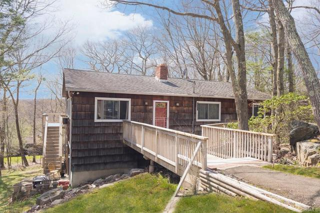 140 Carol Street, Danbury, CT 06810 (MLS #4831233) :: Shares of New York