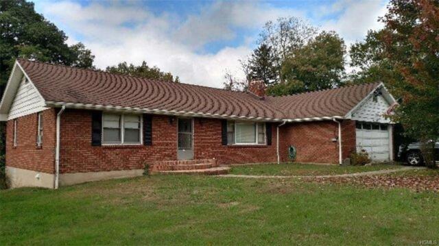 121 Ridge Road, New City, NY 10956 (MLS #4847404) :: Mark Boyland Real Estate Team