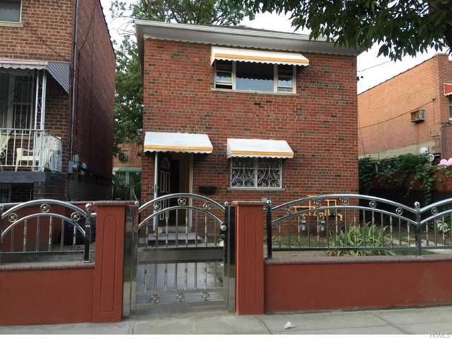 945 E 215th Street, Bronx, NY 10469 (MLS #6008312) :: The McGovern Caplicki Team