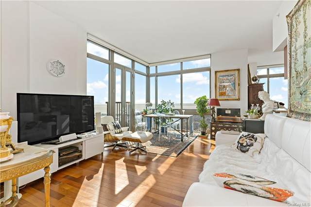 175 Huguenot Street Ph301, New Rochelle, NY 10801 (MLS #H6073433) :: Mark Boyland Real Estate Team