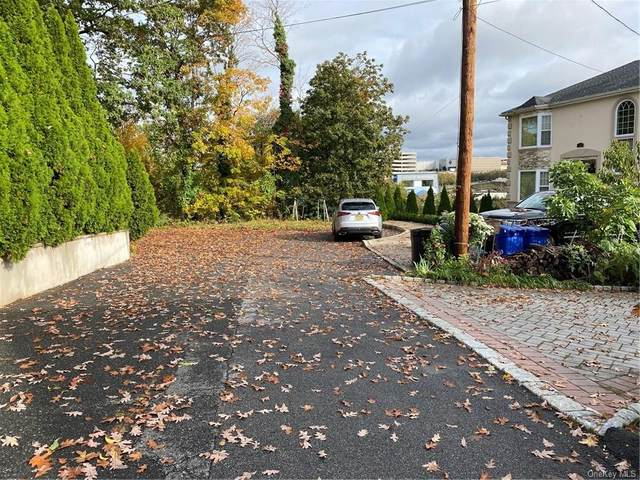 5 Conway Terrace, Yonkers, NY 10710 (MLS #H6114721) :: Frank Schiavone with William Raveis Real Estate