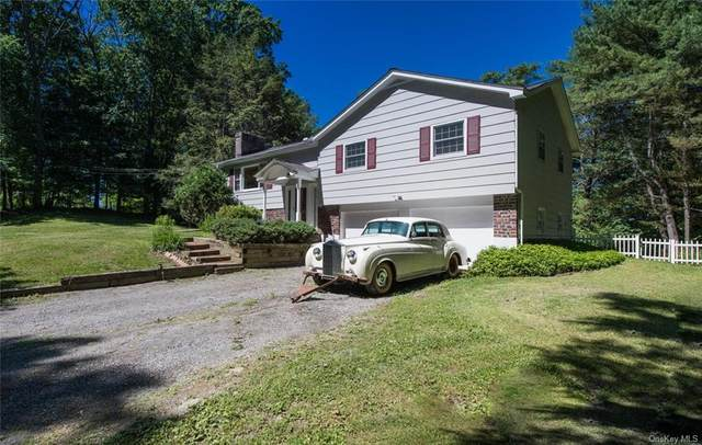 136 Gretna Woods Road, Pleasant Valley, NY 12569 (MLS #H6124739) :: The Home Team