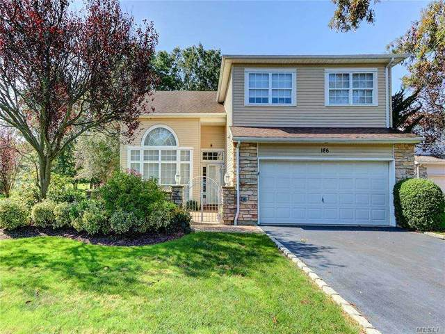 186 Windwatch Drive, Hauppauge, NY 11788 (MLS #3254054) :: Frank Schiavone with William Raveis Real Estate