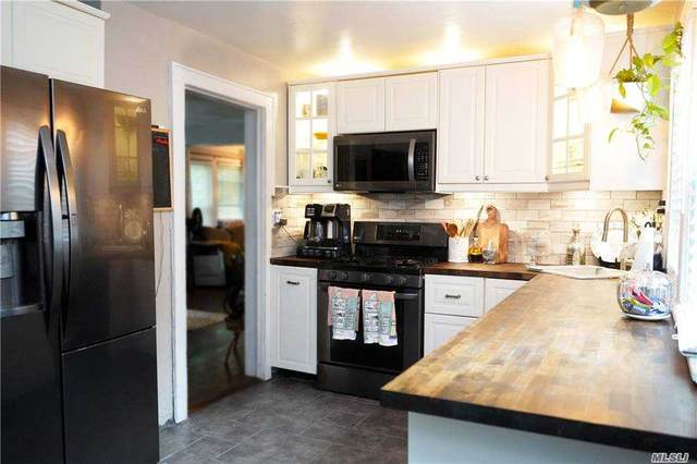 26 Weeks Ave, Central Islip, NY 11722 (MLS #3257023) :: Mark Seiden Real Estate Team