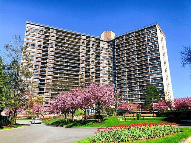 2 Bay Club Drive 5Z1, Bayside, NY 11360 (MLS #3259239) :: Cronin & Company Real Estate
