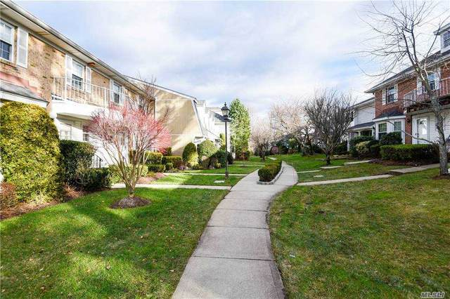 196 Fen Way, Syosset, NY 11791 (MLS #3274448) :: The McGovern Caplicki Team