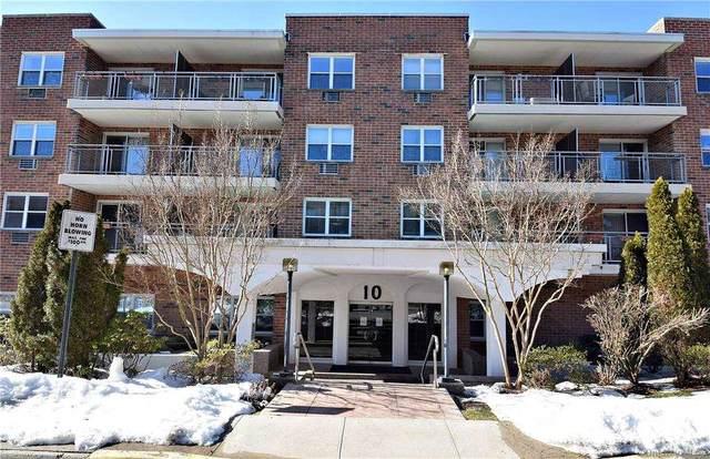 10 Ipswich Avenue 4O, Great Neck, NY 11021 (MLS #3289800) :: Shalini Schetty Team