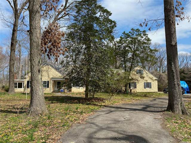 19 E Gate Road, Lloyd Harbor, NY 11743 (MLS #3302107) :: Keller Williams Points North - Team Galligan