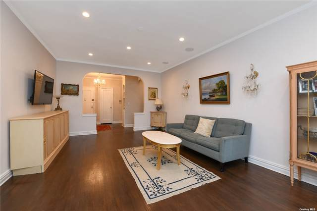 21 Barstow Rd 4B, Great Neck, NY 11021 (MLS #3309716) :: Cronin & Company Real Estate