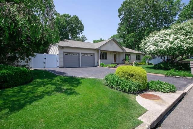 63 Cedar Ridge Lane, Dix Hills, NY 11746 (MLS #3319114) :: Barbara Carter Team