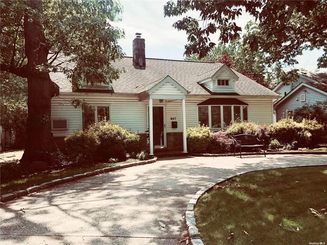 857 Glen Drive, Woodmere, NY 11598 (MLS #3321859) :: Cronin & Company Real Estate