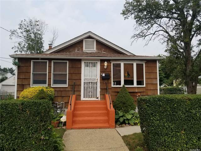 526 Sterling Street, Uniondale, NY 11553 (MLS #3325938) :: Goldstar Premier Properties