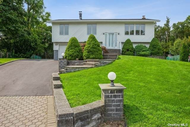5 Henlee Court, Smithtown, NY 11787 (MLS #3331663) :: Corcoran Baer & McIntosh