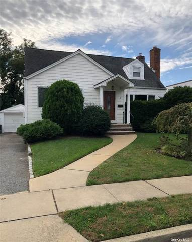 2 Hedge Lane, Merrick, NY 11566 (MLS #3352938) :: Signature Premier Properties
