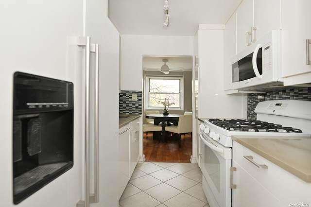 45 Hillpark Avenue 2-E, Great Neck, NY 11021 (MLS #3302848) :: Shalini Schetty Team
