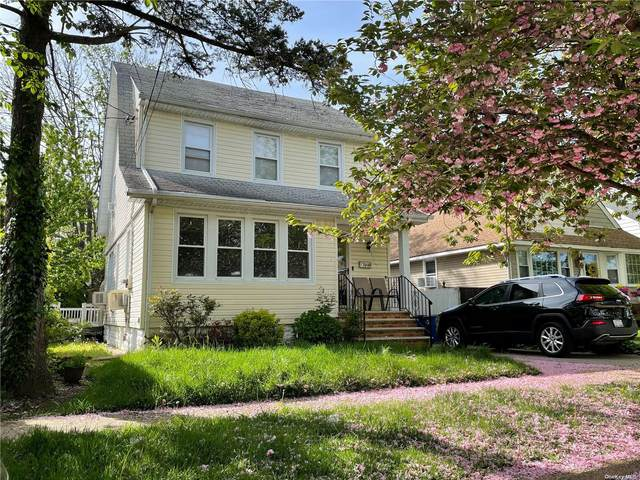 136-30 242nd Street, Rosedale, NY 11422 (MLS #3310605) :: The Home Team