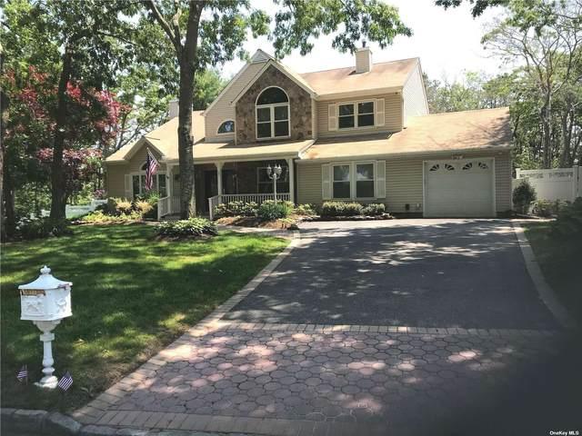 27 Woodbrook Circle, Holtsville, NY 11742 (MLS #3318792) :: Barbara Carter Team