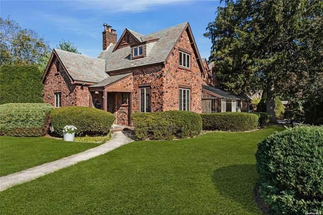 620 Ostrander Avenue, Riverhead, NY 11901 (MLS #3353912) :: Cronin & Company Real Estate