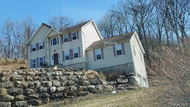 41 Hickory Road, Sloatsburg, NY 10974 (MLS #H6023843) :: Frank Schiavone with William Raveis Real Estate