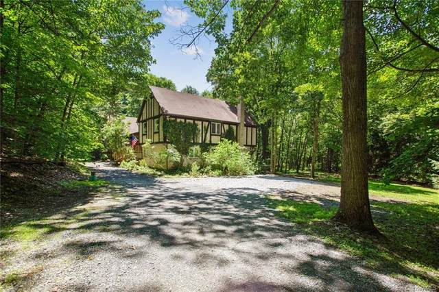 32 Points Of View, Warwick, NY 10990 (MLS #H6052741) :: Frank Schiavone with William Raveis Real Estate