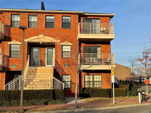 2-02 Constitution Place B, College Point, NY 11356 (MLS #3283023) :: The McGovern Caplicki Team