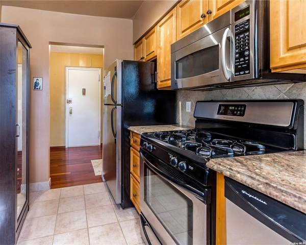 12 Edwards Street 3D, Roslyn Heights, NY 11577 (MLS #3308937) :: RE/MAX RoNIN