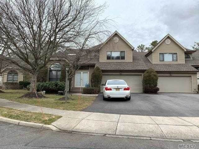 2 Julia Circle, Dix Hills, NY 11746 (MLS #3198998) :: Cronin & Company Real Estate
