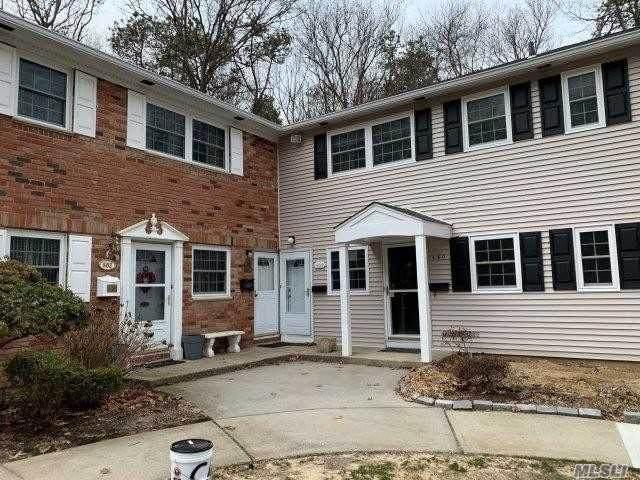 660 Village Drive, Hauppauge, NY 11788 (MLS #3203798) :: Keller Williams Points North