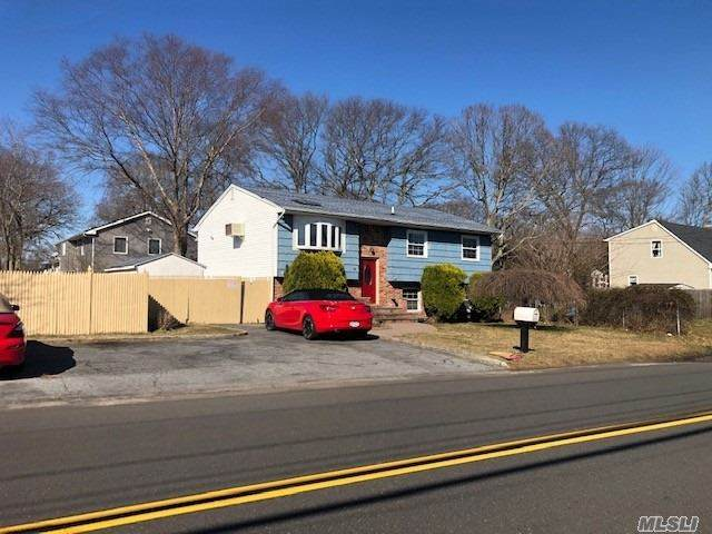 91 Johnson Avenue, Ronkonkoma, NY 11779 (MLS #3205091) :: Keller Williams Points North