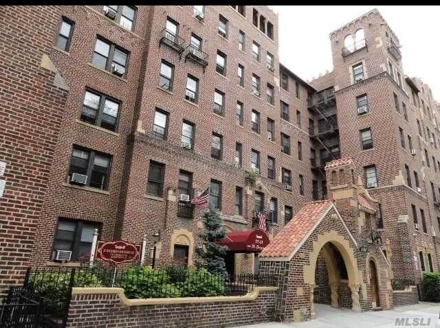 37-21 80th Street 1G, Jackson Heights, NY 11372 (MLS #3208273) :: Keller Williams Points North - Team Galligan