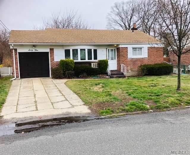 65 W 22nd Street, Huntington Sta, NY 11746 (MLS #3209288) :: Signature Premier Properties