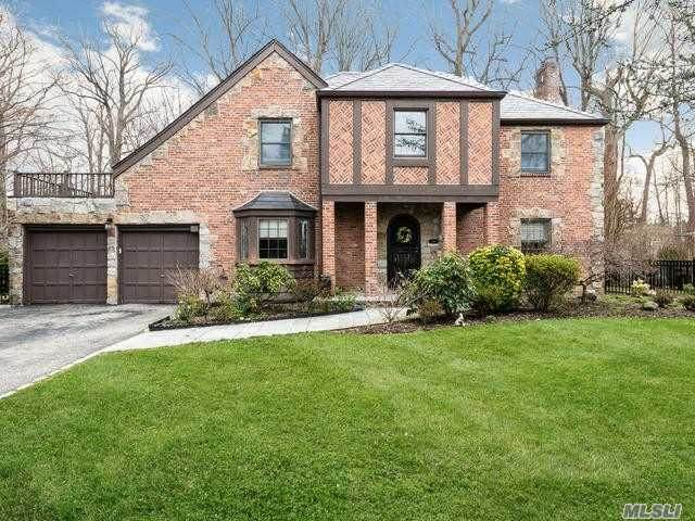 246 Sussex Drive, Manhasset, NY 11030 (MLS #3210021) :: Kevin Kalyan Realty, Inc.