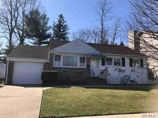 33 Lewis Lane, Syosset, NY 11791 (MLS #3210251) :: Signature Premier Properties