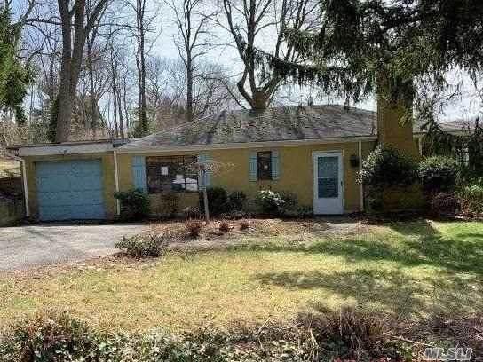 57 Saint Johnland Rd, Smithtown, NY 11787 (MLS #3210333) :: Signature Premier Properties